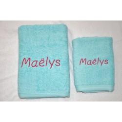 serviette de toilette turquoise personnalisée brodée