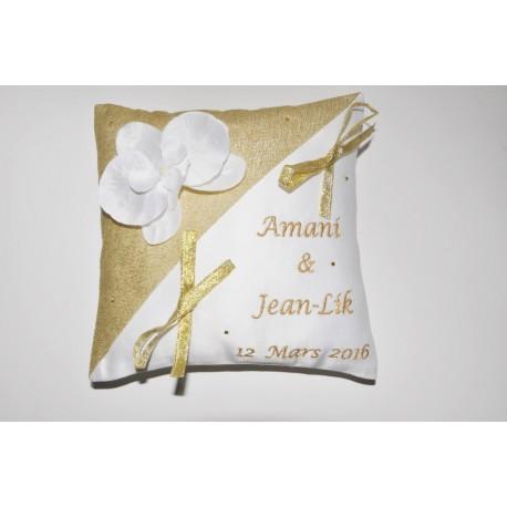 coussin porte-alliances mariage personnalisé brodé or strass avec orchidée