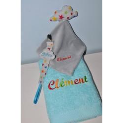 Box/coffret cadeau naissance:Doudou  avec  serviette avec attache-tétine  personnalisées brodée pour naissance,anniversaire,noel