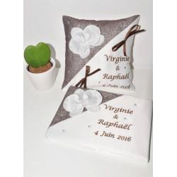 ensemble coussin avec  livre d'or mariage porte-alliances personnalisé brodé  strass avec orchidée