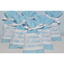 5 ballotins de dragées pochon personnalisés brodés bleu pour baptême,mariage,communion