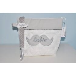 Box cadeau:Trousse de toilette moustache avec attache-tétine/sucette moustache enfant ou bébé personnalisée brodée