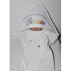 prénom cape de bain / sortie de bain bébé personnalisée avec étoiles et prénom brodés