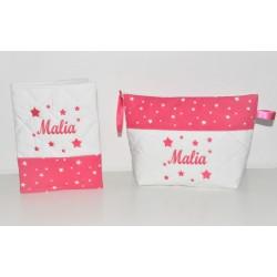 Box cadeau naissance: protège-carnet de santé avec trousse de toilette étoiles rose fuchsia personnalisé brodé au nom