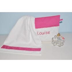 box cadeau:Trousse de toilette personnalisé avec  sa mini serviette fuchsia