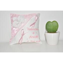 coussin mariage alliances rose personnalisé brodé strass avec orchidée argentée